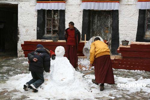 Worship road - Tibetan kowtow | Sulekha Creative