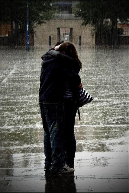 love-picture-hug-couple-rain-orangeacid-love